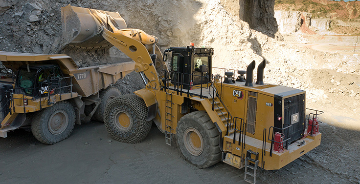 Offering both standard- and high-lift configurations, Cat says the 992 delivers the lowest cost per ton when paired with fleets of Cat 775, 777 and 785 trucks. Photo: Cat