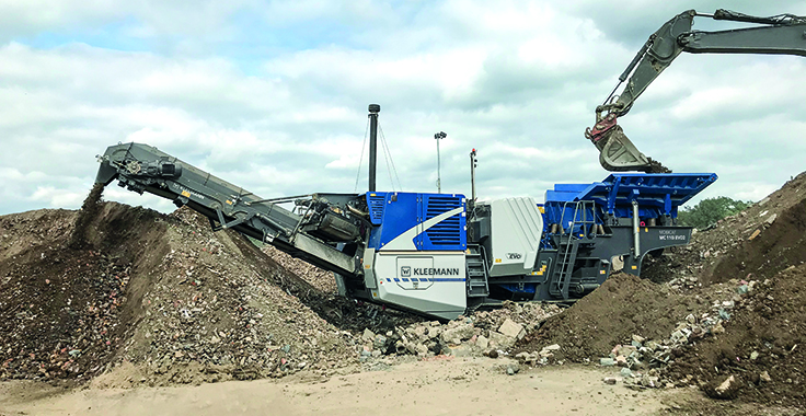 The Mobicat MC 110(i) EVO2 is designed for the first crushing stage and is used in medium-hard to hard natural stone and in recycling. Photo: Kleemann
