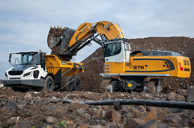 The R 976E-E, pictured above, and the R 980 SME-E from Liebherr replace the ER 974 B. Photo: Liebherr