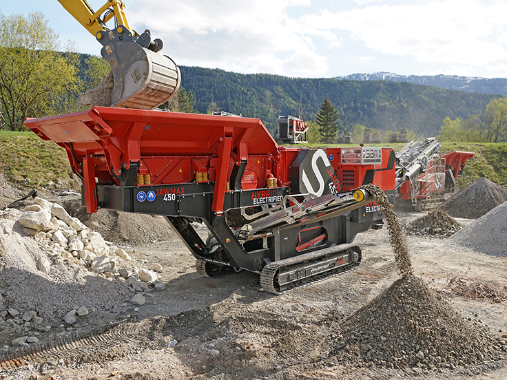 The new Jawmax 450 was in action during SBM's hard stone demo. According to SBM, an efficient double-deck circular vibrating pre-screen separates the fraction 0 to 25 mm during feeding, thus increasing the overall performance of the jaw crusher. Photo: SBM Mineral Processing