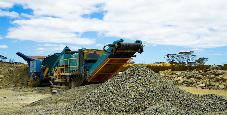 An unlevel crushing plant reduces production and screening efficiency, as the whole area of the machine is not effectively used. (Photon-Photos/iStock / Getty Images Plus/Getty Images)