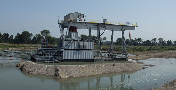 Barrett Paving Materials, a Colas company, is now up and running with its Supreme Manufacturing clamshell dredge in Fairborn, Ohio, following years of planning. Photo: P&Q Staff